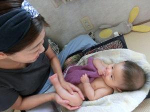 赤ちゃんマッサージ風景